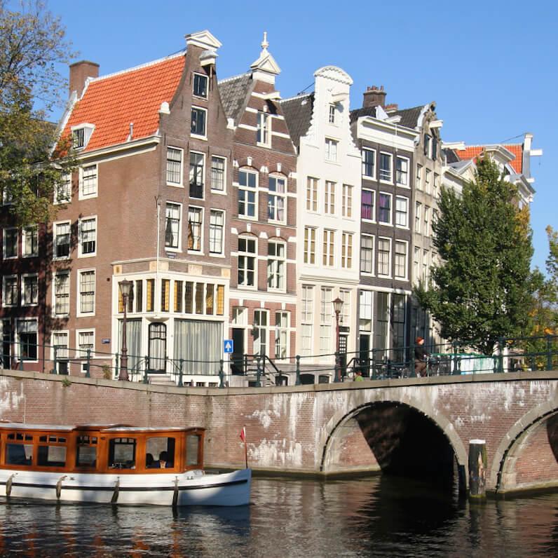 Nanny in Amsterdam finden. Stellenangebote für Nannies in Vollzeitpositionen.